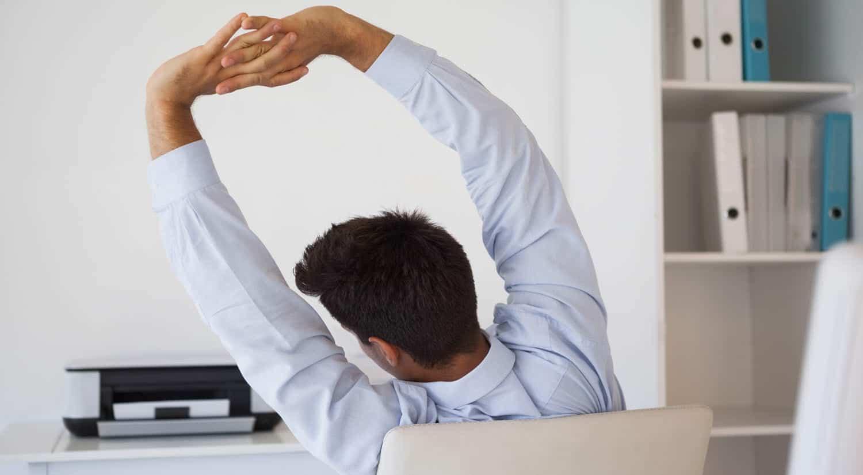 consejos hacer ejercicio trabajo levantar brazos