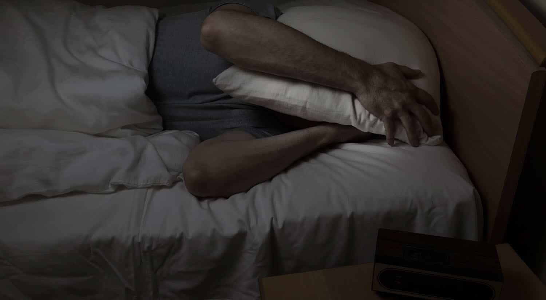 consejos dormir bien duerme a oscuras