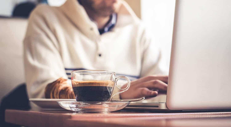 consejos dormir bien menos cafeina