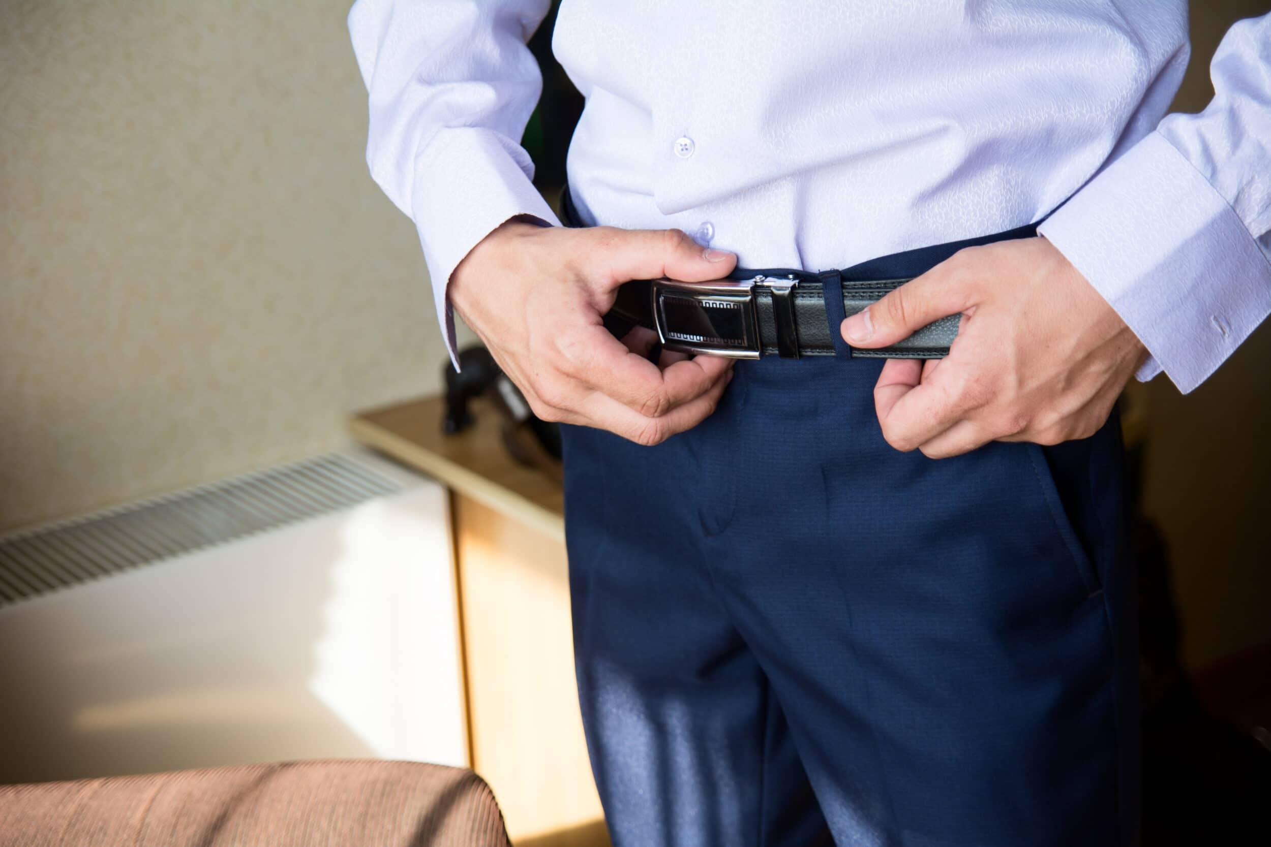 errores hombres vistiendo no llevar cinturon
