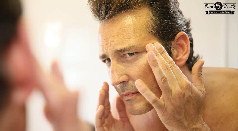 maquillaje para hombre aplicar maquillaje usar corrector