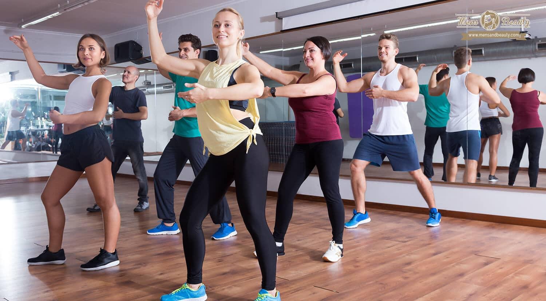 mejores clases ejercicio colectivas en grupo gimnasio latino
