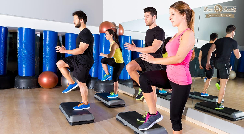 mejores clases ejercicio colectivas en grupo gimnasio step